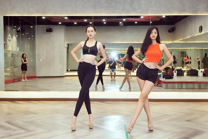 Siêu mẫu Như Vân nóng 'bỏng mắt' tập catwalk cho Á hậu Kiều Loan, Tường San  - ảnh 6