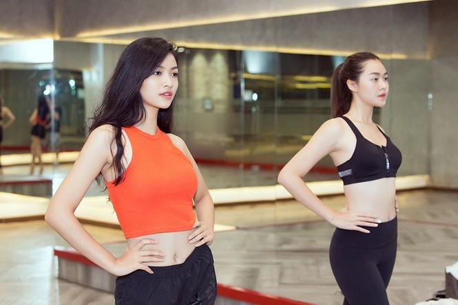 Siêu mẫu Như Vân nóng 'bỏng mắt' tập catwalk cho Á hậu Kiều Loan, Tường San  - ảnh 7