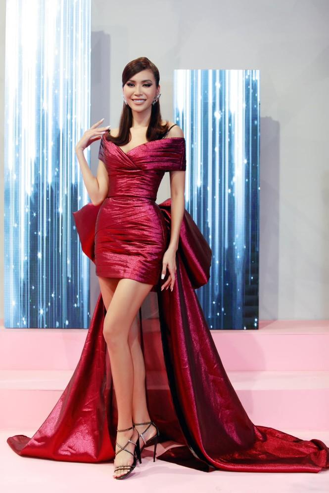 Lan Khuê khoe body nóng bỏng với áo tắm, Võ Hoàng Yến tựa đoá hồng với váy đỏ rực - ảnh 6