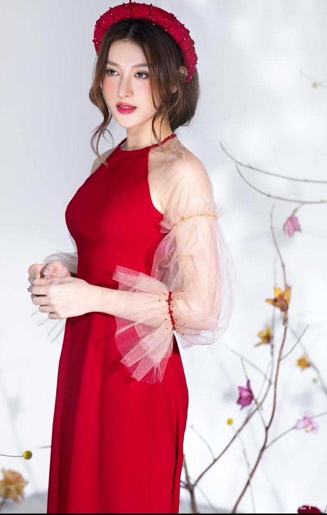 Lan Khuê khoe body nóng bỏng với áo tắm, Võ Hoàng Yến tựa đoá hồng với váy đỏ rực - ảnh 9