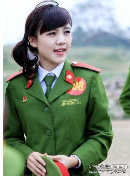 Nữ cảnh sát Việt xinh đẹp lên báo nước ngoài - ảnh 4
