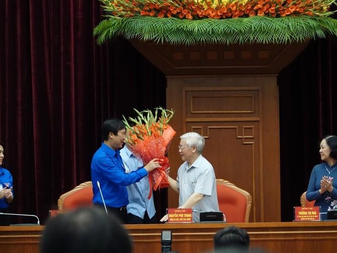 Tổng Bí thư, Chủ tịch nước gặp mặt đảng viên trẻ tiêu biểu toàn quốc - ảnh 6