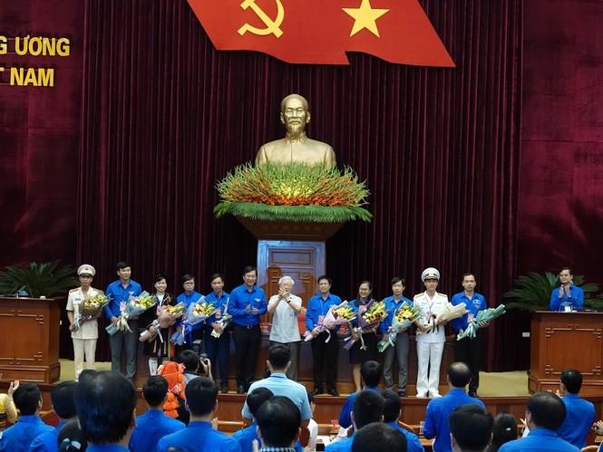 Tổng Bí thư, Chủ tịch nước gặp mặt đảng viên trẻ tiêu biểu toàn quốc - ảnh 10