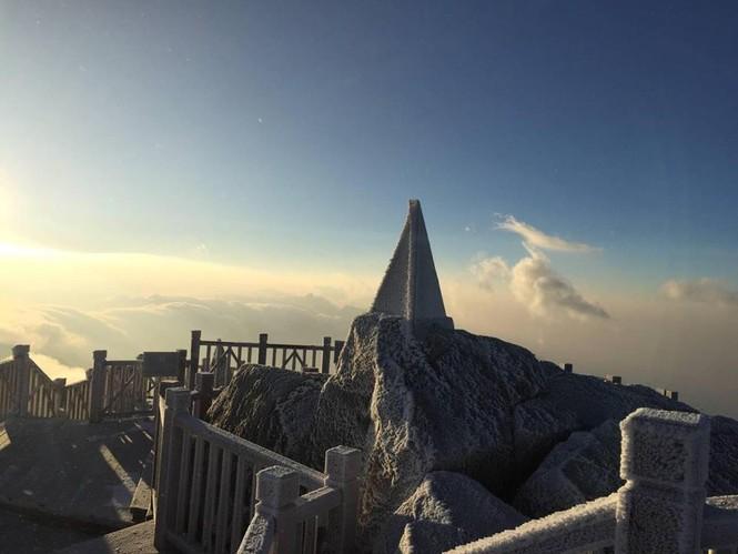 Băng tuyết bao phủ trên đỉnh Fansipan - ảnh 8