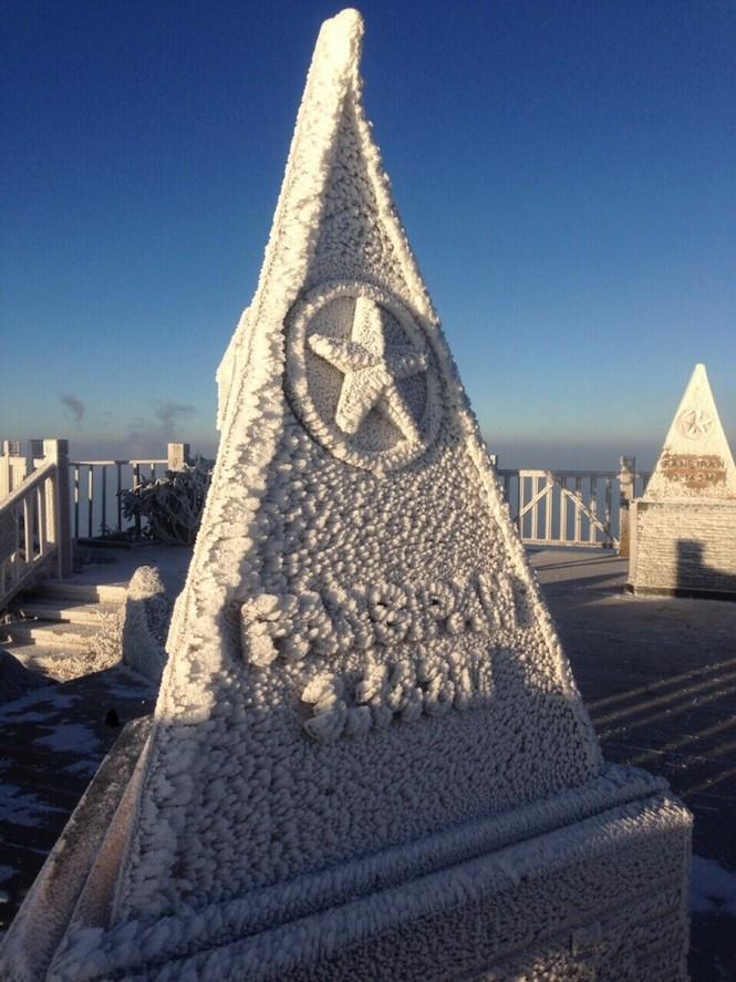 Băng tuyết bao phủ trên đỉnh Fansipan - ảnh 11