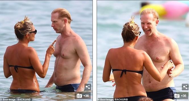 'Huyền thoại làng mốt' Kate Moss tự tin mặc bikini bé xíu ở tuổi 45 - ảnh 7