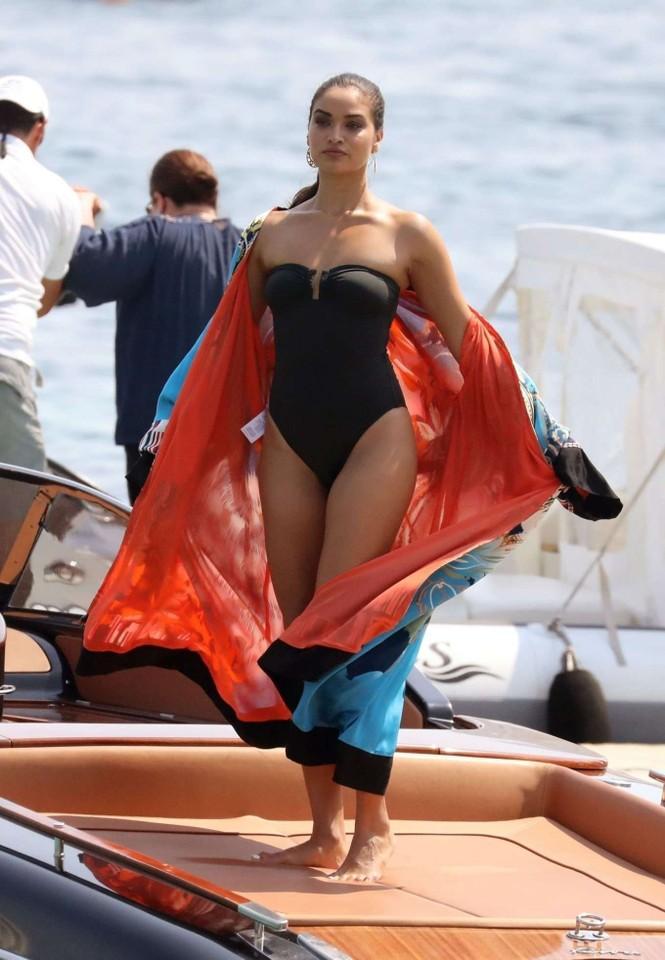 Siêu mẫu Úc Shanina Shaik khoe dáng săn chắc nóng bỏng với áo tắm  - ảnh 5