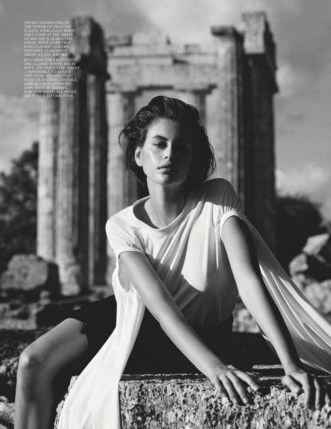 Con gái siêu mẫu 19 tuổi của Cindy Crawford lần hiếm hoi 'thả rông' táo bạo trên tạp chí - ảnh 8