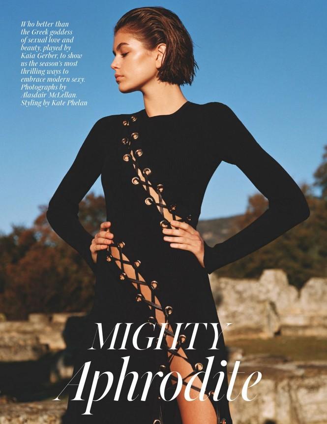 Con gái siêu mẫu 19 tuổi của Cindy Crawford lần hiếm hoi 'thả rông' táo bạo trên tạp chí - ảnh 6