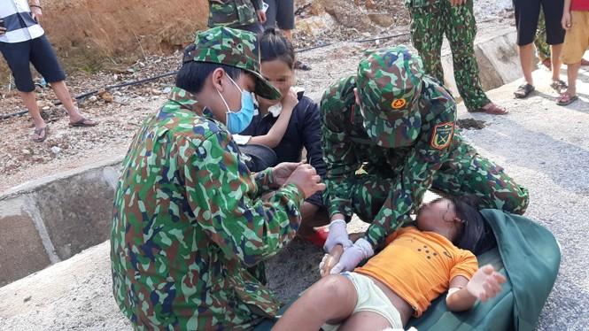 Vụ sạt lở 43 người mất tích ở Quảng Nam: Tìm được hàng chục người còn sống - ảnh 2