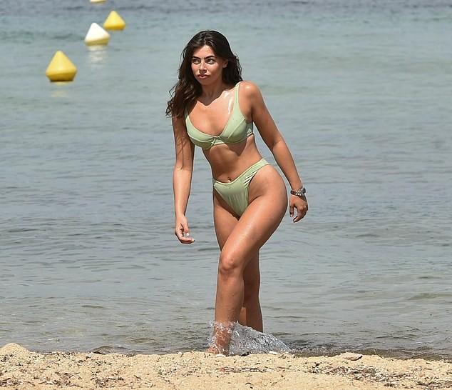Francesca Allen gợi cảm 'bốc lửa' ở biển không thể rời mắt - ảnh 3