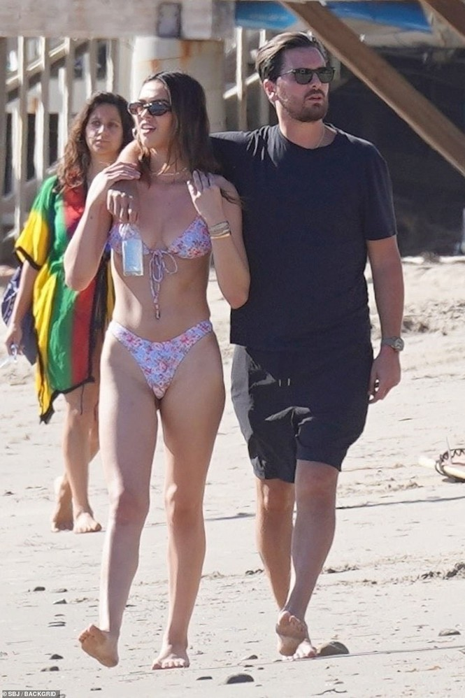 Sofia Richie mặc bikini khoe dáng cực nóng bỏng ở biển - ảnh 8