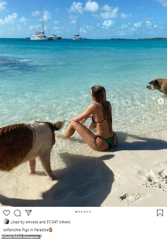 Sofia Richie mặc bikini khoe dáng cực nóng bỏng ở biển - ảnh 1