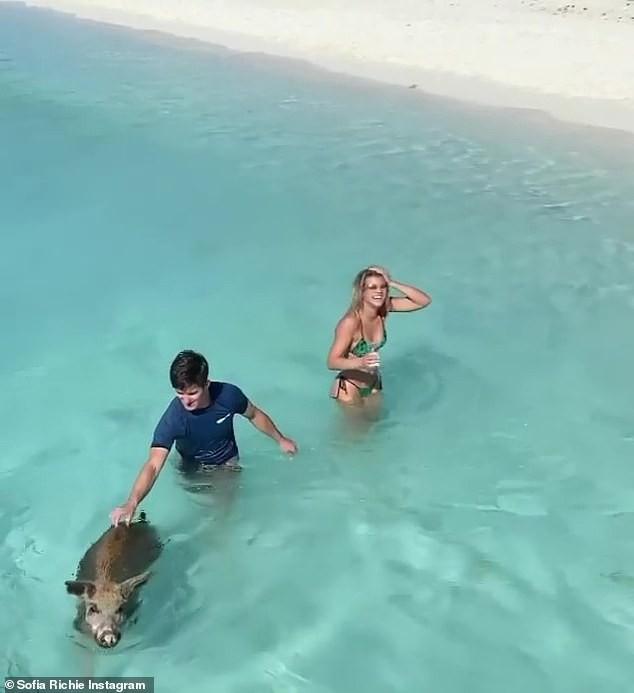 Sofia Richie mặc bikini khoe dáng cực nóng bỏng ở biển - ảnh 5