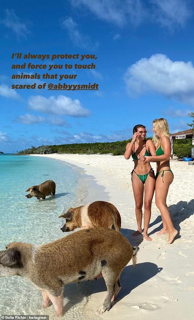 Sofia Richie mặc bikini khoe dáng cực nóng bỏng ở biển - ảnh 6