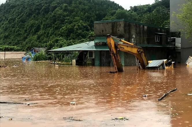Lũ đang lên nhanh ở vùng cao Quảng Ninh chia cắt nhiều xã - ảnh 3