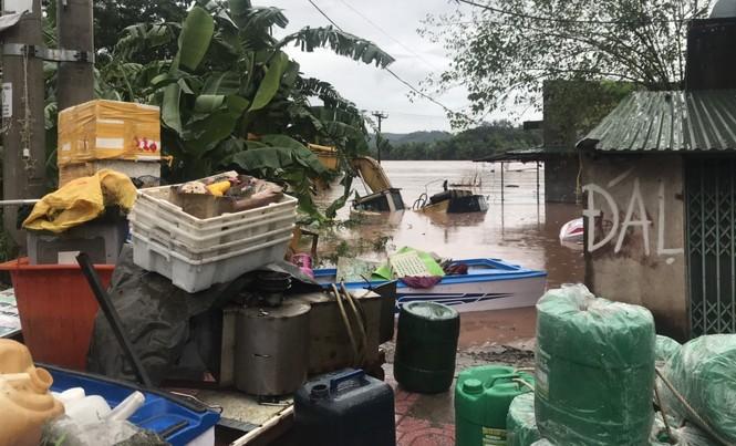 Lũ đang lên nhanh ở vùng cao Quảng Ninh chia cắt nhiều xã - ảnh 5