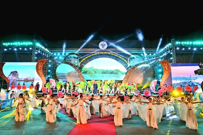 Rực rỡ sắc màu các dân tộc vùng Đông Bắc tỉnh Quảng Ninh - ảnh 1