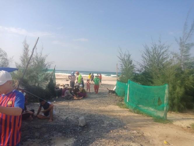 Hai cựu sinh viên mất tích khi tắm biển Hòn Gầm - ảnh 1