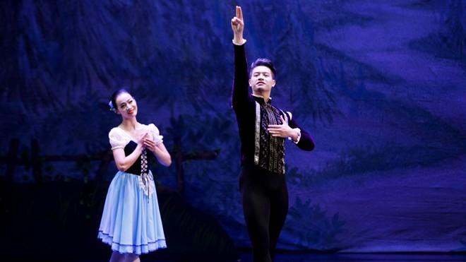 'Hoàng tử ballet' Đàm Hàn Giang nhịn ăn để múa - ảnh 1
