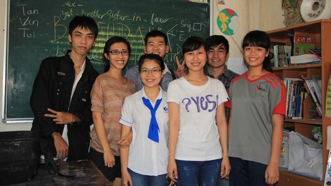 Học ngoại ngữ nơi cửa Phật - ảnh 1