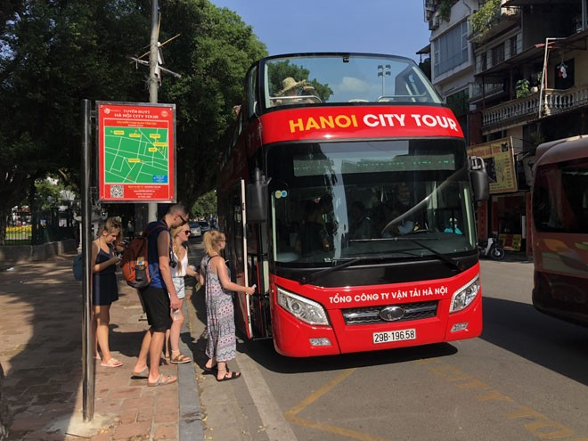 """Du lịch Hà Nội bằng """"siêu"""" xe buýt 2 tầng - ảnh 2"""
