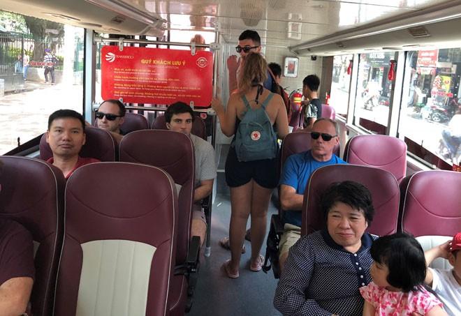 """Du lịch Hà Nội bằng """"siêu"""" xe buýt 2 tầng - ảnh 3"""