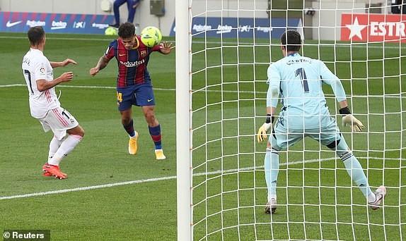 Barcelona gục ngã trước Real Madrid ở trận Siêu kinh điển - ảnh 6
