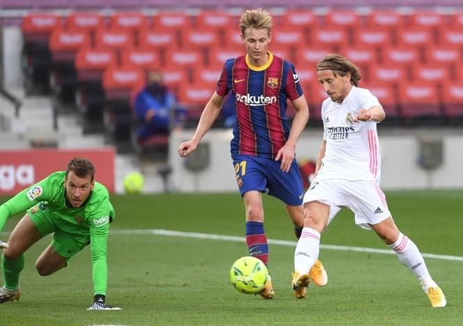 Barcelona gục ngã trước Real Madrid ở trận Siêu kinh điển - ảnh 9