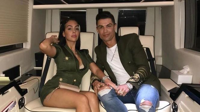 Bạn gái Ronaldo hé lộ điều bất ngờ: 'Giới thượng lưu không chấp nhận chúng tôi' - ảnh 2