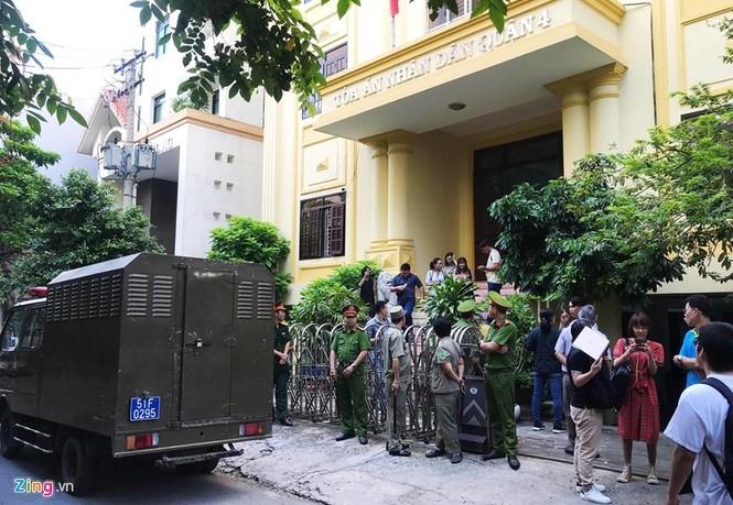 Cận cảnh phiên xử cựu viện phó Nguyễn Hữu Linh - ảnh 8