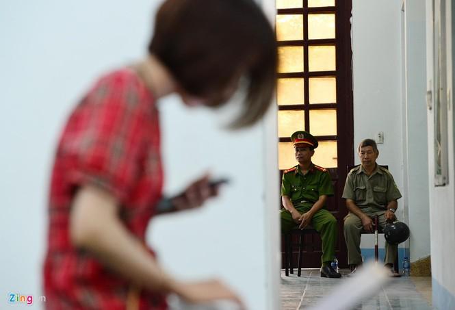 Cận cảnh phiên xử cựu viện phó Nguyễn Hữu Linh - ảnh 9
