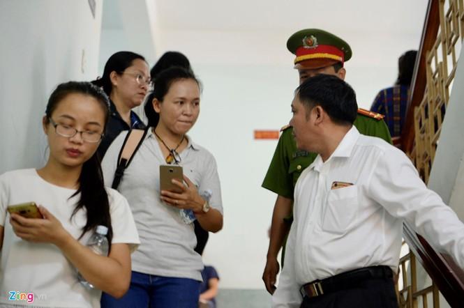 Cận cảnh phiên xử cựu viện phó Nguyễn Hữu Linh - ảnh 10
