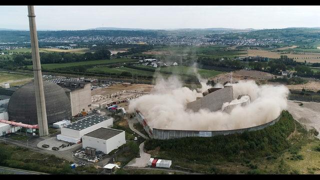 Tháp nhà máy điện hạt nhân Đức bị robot đánh sập như phim tận thế - ảnh 3