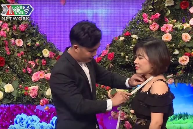 Quyền Linh 'đứng hình' với anh chàng 28 tuổi vẫn thích 'sờ ti' mẹ ở show hẹn hò - ảnh 5