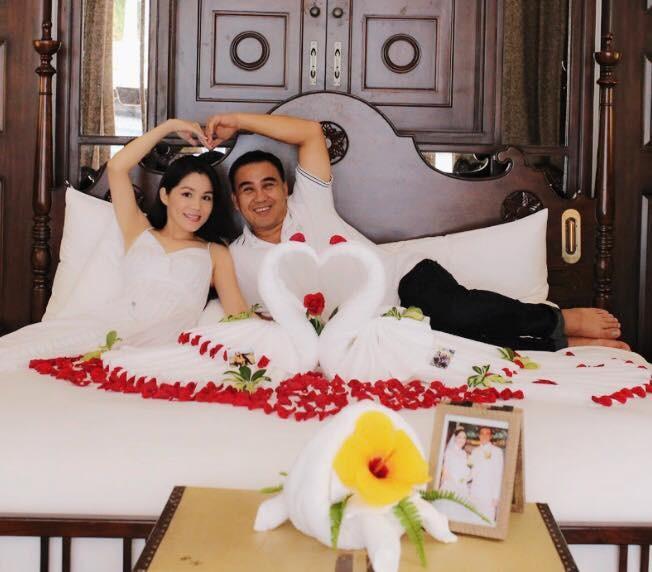 Ảnh cưới và lời nhắn nhủ vợ của MC Quyền Linh gây 'bão' mạng - ảnh 9