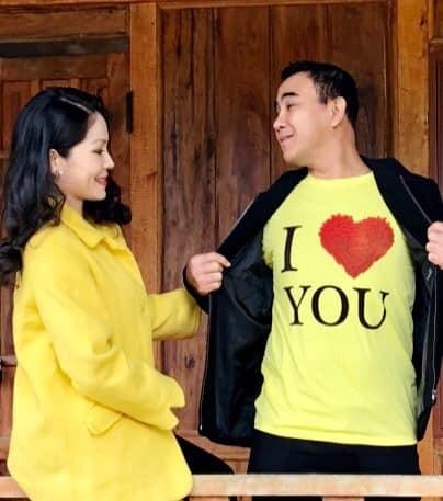 Ảnh cưới và lời nhắn nhủ vợ của MC Quyền Linh gây 'bão' mạng - ảnh 10
