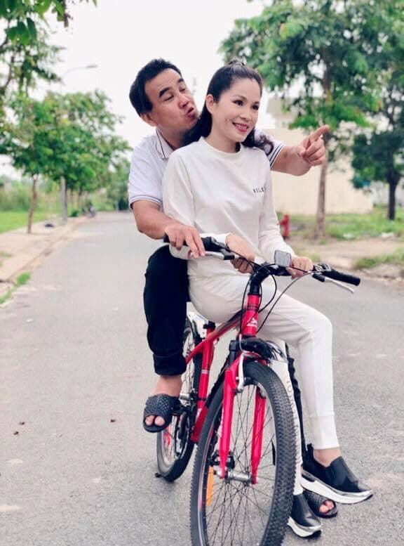 Ảnh cưới và lời nhắn nhủ vợ của MC Quyền Linh gây 'bão' mạng - ảnh 2