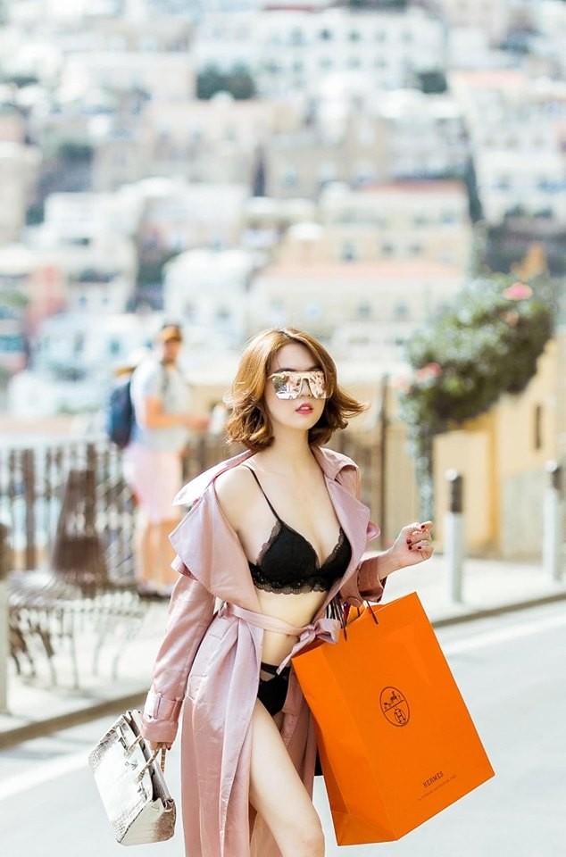 Ngọc Trinh lại nhận 'mưa gạch đá' khi mặc bikini thả dáng sexy trên phố ở Ý - ảnh 5