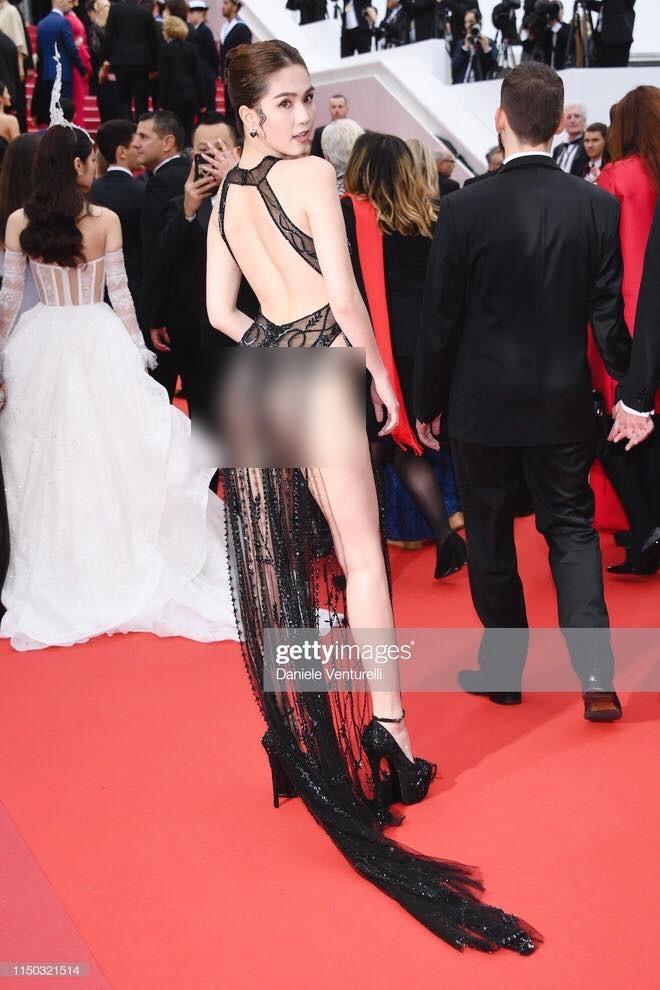 Ngọc Trinh lại nhận 'mưa gạch đá' khi mặc bikini thả dáng sexy trên phố ở Ý - ảnh 12