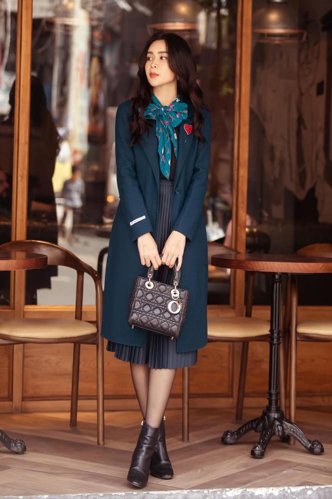 Hoa hậu Giáng My lăng xê mốt áo chần bông sặc sỡ, Hồng Diễm 'đổi gió' với style cá tính - ảnh 7