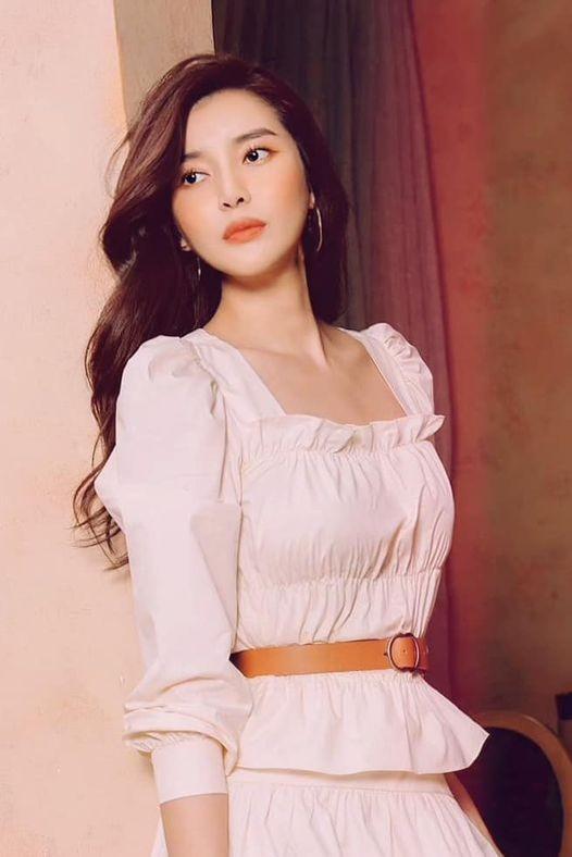 Hoa hậu Giáng My lăng xê mốt áo chần bông sặc sỡ, Hồng Diễm 'đổi gió' với style cá tính - ảnh 1