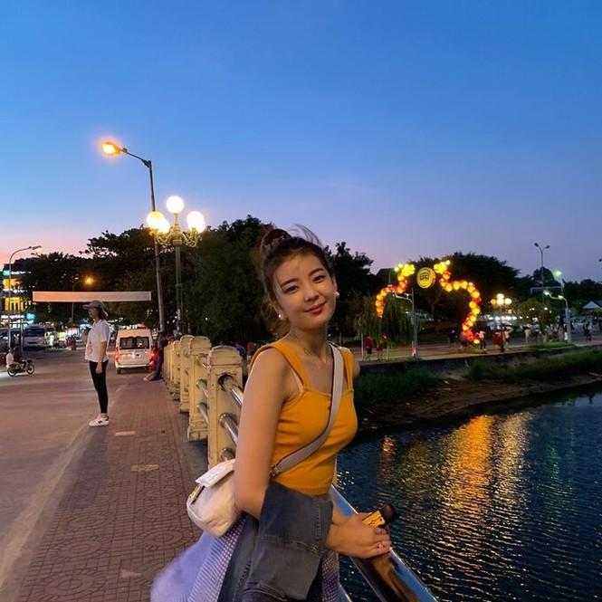 Nữ thần tượng KPop khoe bộ ảnh du lịch tại Đà Nẵng khiến fan Việt thích thú - ảnh 4