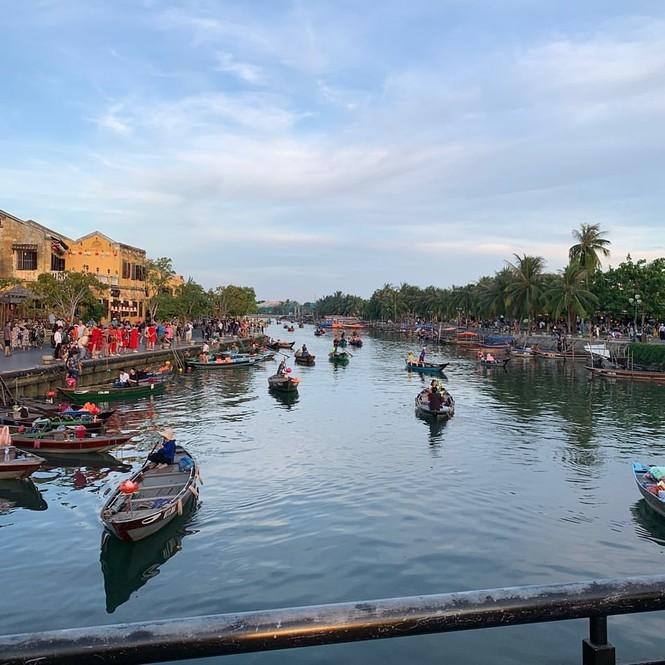 Nữ thần tượng KPop khoe bộ ảnh du lịch tại Đà Nẵng khiến fan Việt thích thú - ảnh 7