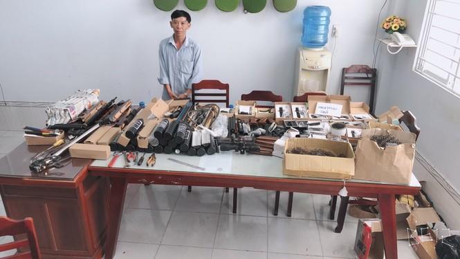 Thu giữ hàng loạt vũ khí bán trên mạng xã hội - ảnh 1