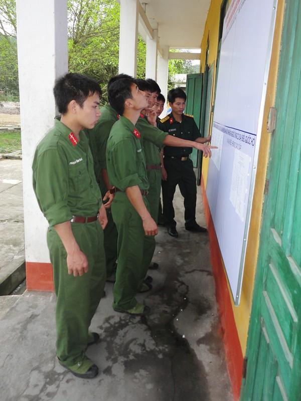 Bộ đội ở đảo Trần             Ảnh: Văn Công