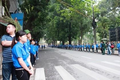 Thành đoàn Hà Nội đã huy động 6.400 đoàn viên, thanh niên tham gia phục vụ, hướng dẫn nhân dân vào viếng Đại tướng Võ Nguyên Giáp