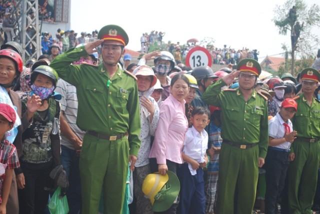 Lực lượng công an nghiêm trang đón chào Đại tướng về với đất Mẹ