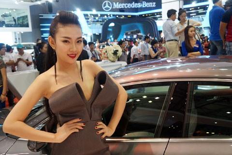 Mẫu Việt khoe sắc tại triển lãm - ảnh 7