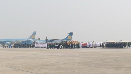 Chùm ảnh: Tiễn đưa Đại tướng tại sân bay Nội Bài - ảnh 4